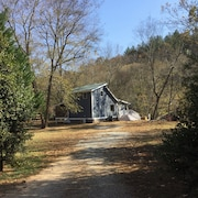 The Cabin on The Chestatee River In The Beautiful North GA Mountains
