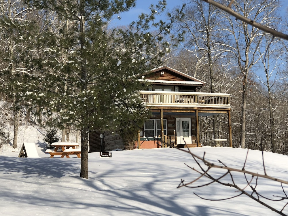 Rustic Log Cabin Next To The Hoosier National Forest In Ohio