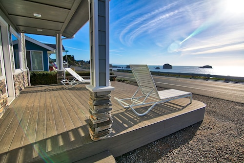Brand new Oceanfront Home With Amazing Views!