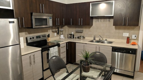 Stylish, Central 3bdr Fully Equipped Wifi, Parking, Free Laundry, Dishwasher