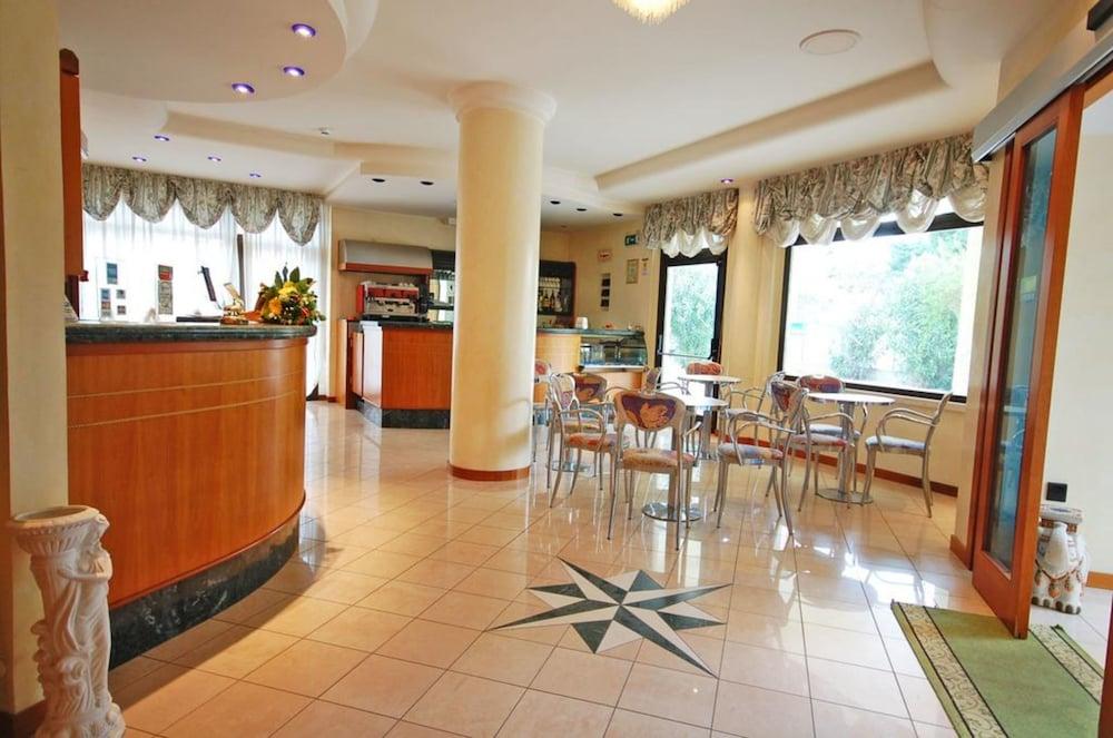 Hotel Maestrale San Benedetto Del Tronto Ita Best Price Guarantee Lastminute Com Au