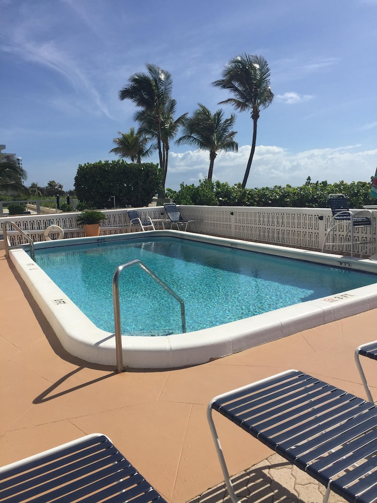 Pool, Directly ON Beach!! Heated Pool, Private Beach Area, Full Kitchen, Great Views!