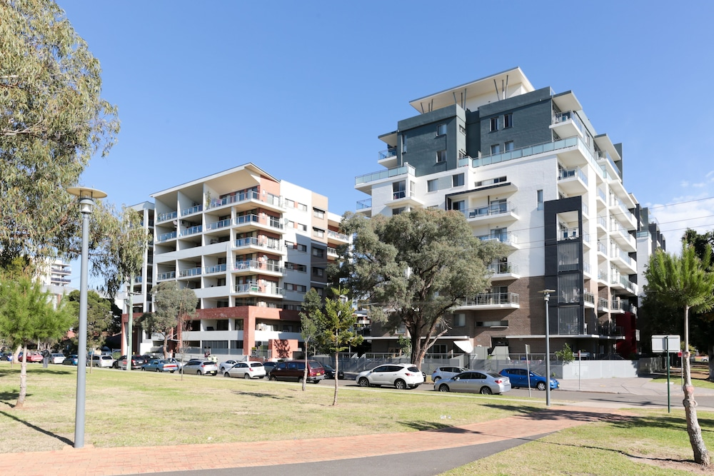 Terrific Parkside Liverpool Cbd 3 Bed Unit Fully Furnished Near Home Interior And Landscaping Dextoversignezvosmurscom