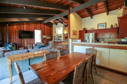 Quiet Condo With Amazing Mountain Views, Close to Mountain Biking