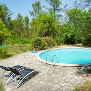 Bastide de Chantebise a Comfortable, 3-bedroom House With a Swimming Pool 2km From Entrecasteaux!