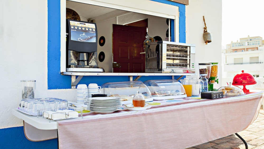 Breakfast buffet, MY CHOICE Baixa Terrace Hostel