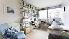 2 間臥室、高級寢具、手提電腦工作空間、熨斗/熨衫板