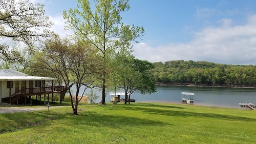 1,400 sf Lakefront Home With Nearby Boat Ramp & Marina
