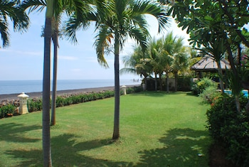 Villa Cerah Beachfront Holiday House