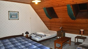 1 slaapkamer, een strijkplank/strijkijzer, gratis babybedden