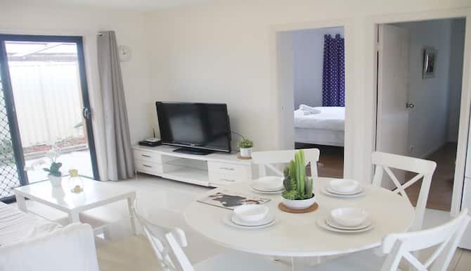 3 Bedroom Cozy Holiday Home In Sydney Expedia