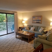 2 Bed, 2 Bath Newly Remodeled Condo, Ocean Side With Pool