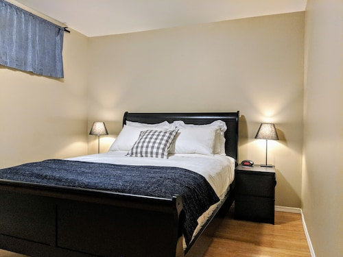 Bright 1 BR 1 Bath Newly Renovated Basement Suite