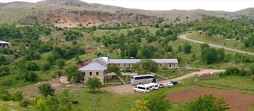 Nemrut Kervansaray Hotel