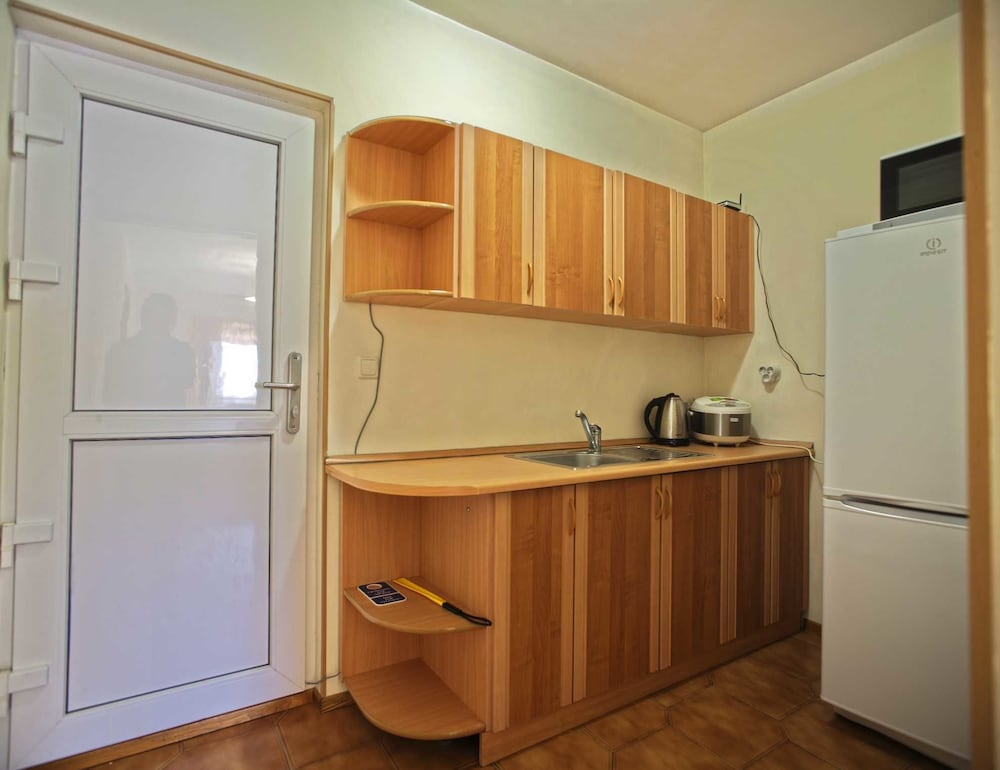 Private Kitchenette, GK ORESHNIK