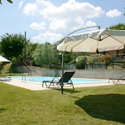 Wonderful Private Villa With Private Pool, TV, Pets Allowed and Parking, Close to Montepulciano