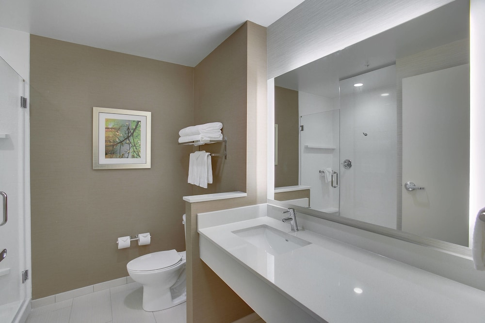 Bathroom, Fairfield Inn & Suites by Marriott Wichita East