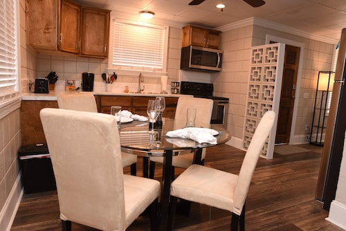 Great Place to stay Newly Renovated Duplex Just off the Blue Mile near Statesboro
