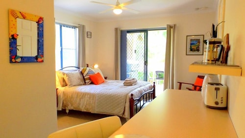 Beach Side Self Contained 1 B/room Ensuite Walk to Gnarabup Beach + Bikes Sboard