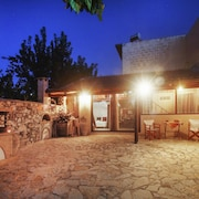 Traditional 2-bedroom Cretan Villa With a Furnished Terrace and Garden - 5 Minutes From the Beach!