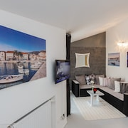 A2 Modern Luxury apt With big Balcony, sea View,parking and Outside Fireplace