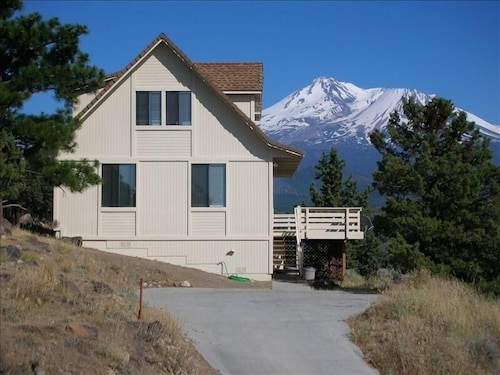 Lake Shastina - Mt. Shasta Golf/ski Rustic Retreat