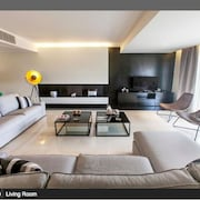 Luxury 3 Bedr. Apartment Facing the Sea