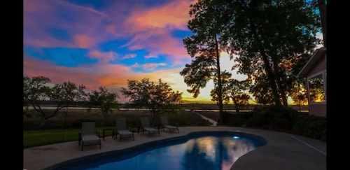 Palmetto River Retreat ON THE Ashley River W/ Water Access, Dock AND Heated Pool