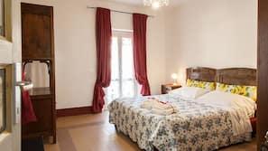 Premium bedding, minibar, desk, iron/ironing board