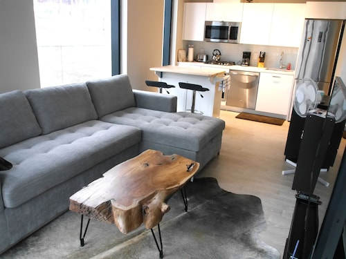 Great Place to stay Amazing 1BR Unit in Popular near Toronto