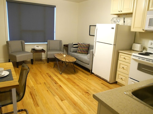 Amazing 1BR Apartment Near Mall