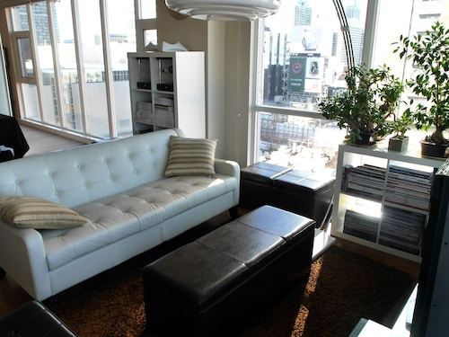 Check Expedia for Availability of Gorgeous 1BR Condo at Eaton Centre