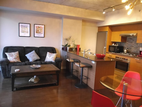 Great Place to stay Stunning 1BR Den Stunning View near Toronto