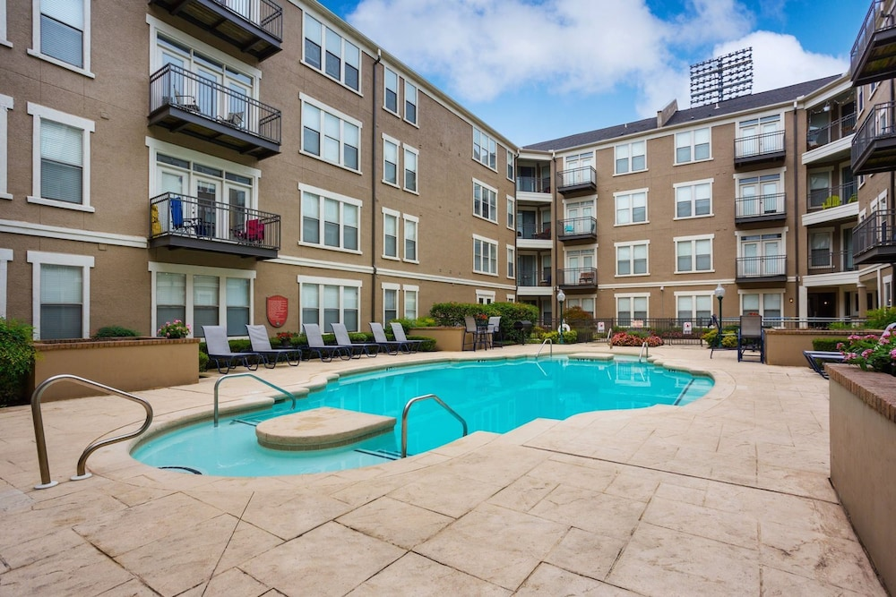 Outdoor Pool, Apts at 49th by NamaStay