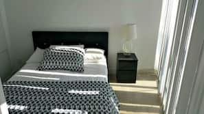 2 chambres, ameublement personnalisé, bureau, fer et planche à repasser