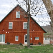 Private Studio on the Monocacy River. Sleeps 4, 1 Full Bath, Kitchenette