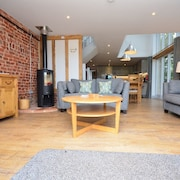 3 Bedroom Barn in Winterton-on-sea - 40941