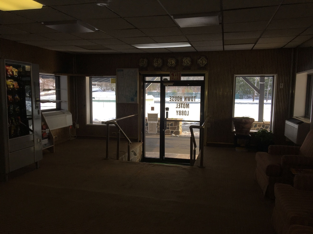 Town house motel inn east windsor 2018 hotel prices expedia exterior detail interior entrance lobby freerunsca Gallery