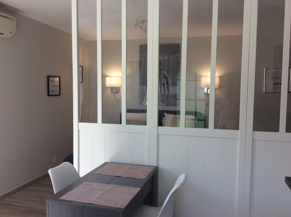 Air-conditioned Studio With Charming Garden in Villeneuve les ...