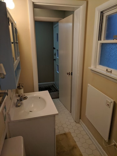 Bathroom, Carriage House in Historic Cherokee Triangle, Bottom Unit