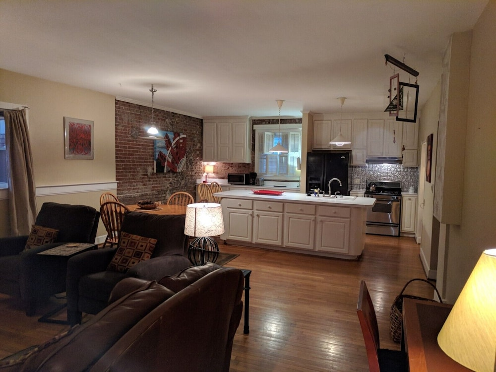 Living Room, Carriage House in Historic Cherokee Triangle, Bottom Unit