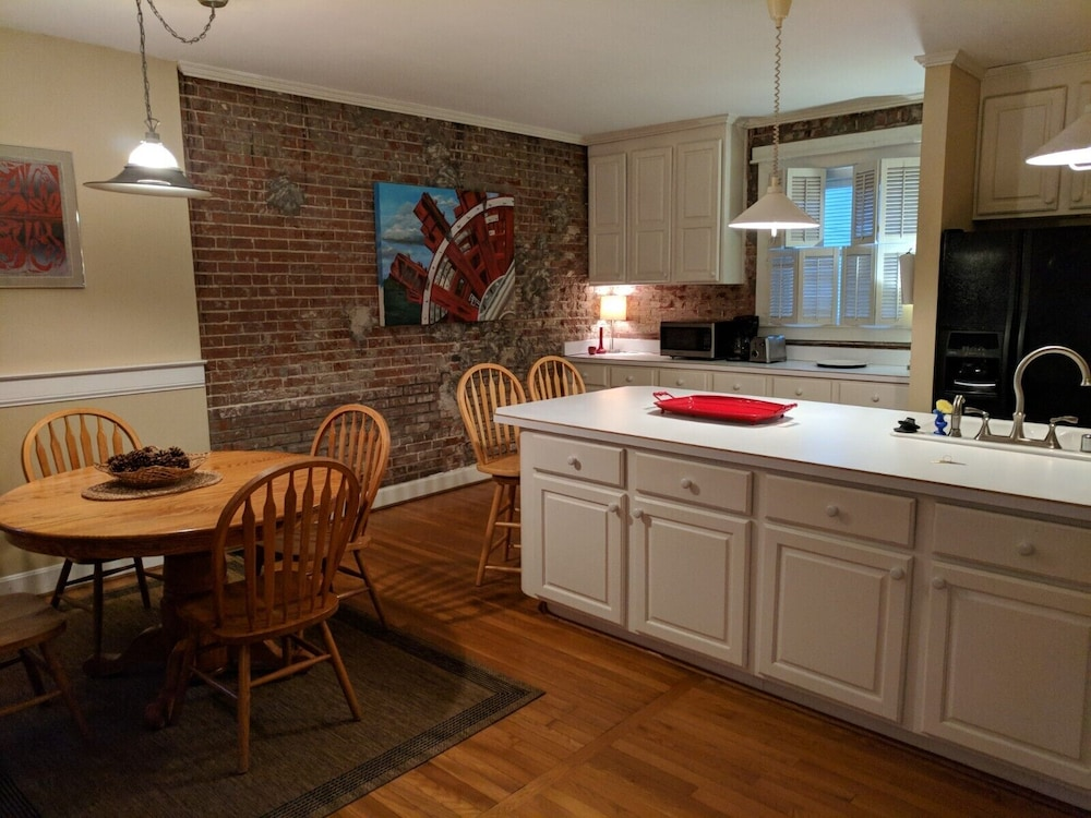 Featured Image, Carriage House in Historic Cherokee Triangle, Bottom Unit
