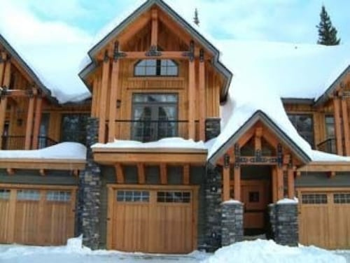 Slope Side Luxury Open Beam Townhome Private Hot Tub - True - Ski-in-out