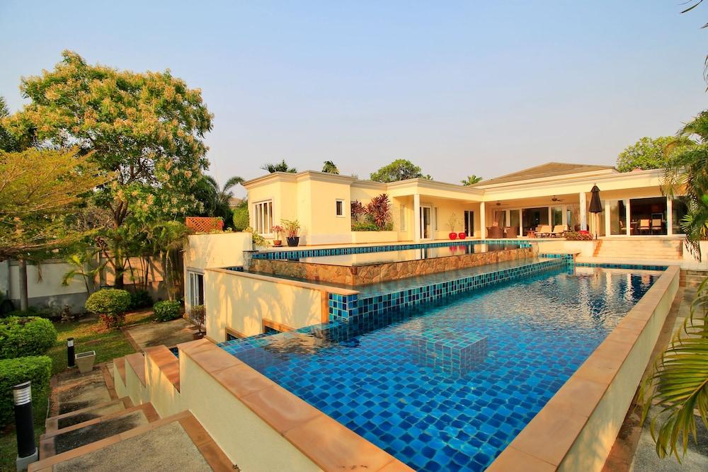 Pattaya Sunset Villa 4 Bedroom Sleeps 8 In Pattaya Hotel
