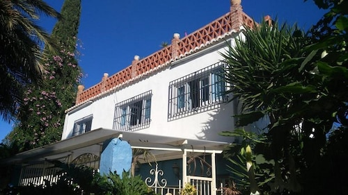 EL Apartamento - Farmhouse Apartment - Pool, Patios, Plants, Privacy + Wi-fi