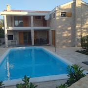 Exceptional Island House 248 m2 - Luxury Living With 11 x 4 m. Heated Pool