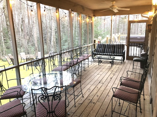 THE Shire -10/11 Bdrm ~44ppl 6 Miles Chatt.~2 Houses XL HOT TUB 900 sq ft Deck
