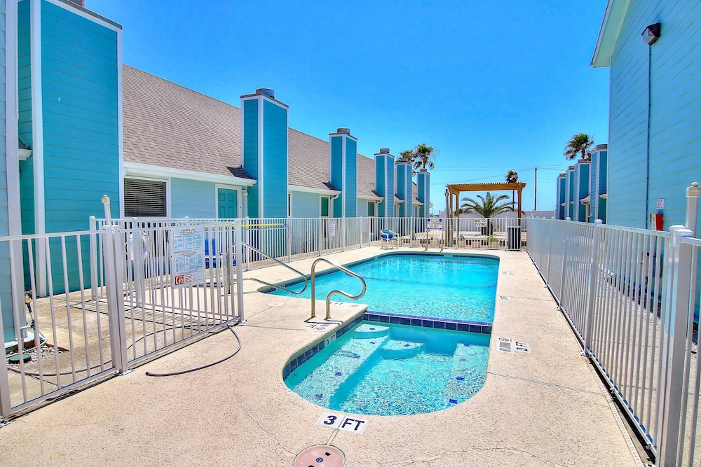 Dog Friendly Condo W Shared Hot Tub Pool Moments From Beach