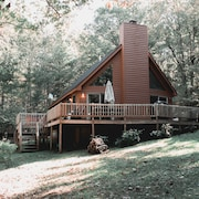 Cozy, Quiet 3BR Cottage in Wooded Lot W/hot Tub, Grill, Fire Pit & Lodge Decor
