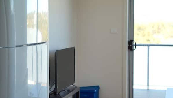 2 bedrooms, iron/ironing board, free Internet, bed sheets
